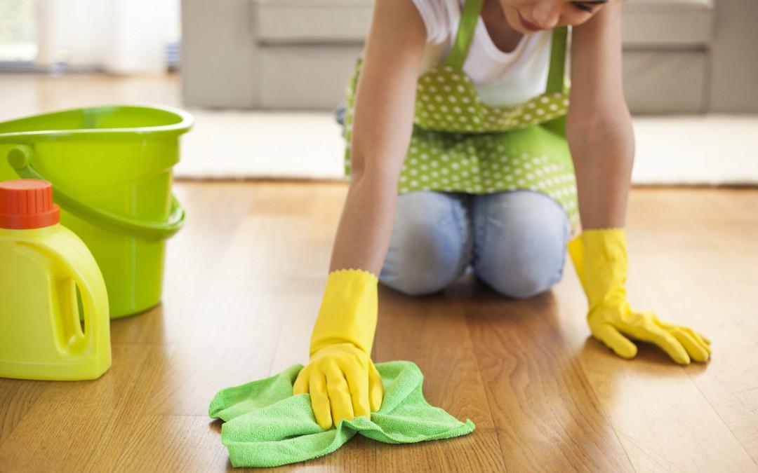 """Na některou špínu jsou ruce krátké, nechte si pomoci kotoučovým strojem od """"Mytí podlah Praha"""""""